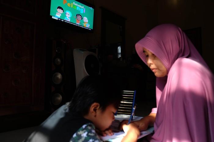 Program Belajar dari Rumah TVRI untuk membantu Pembelajaran Jarak Jauh (Foto Ilustrasi: ANTARA FOTO)