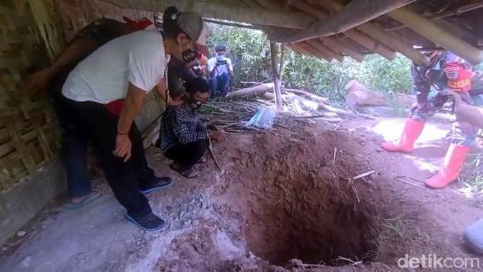 Foto: Olah TKP pembunuhan di Sukabumi (Syahdan Alamsyah/detikcom).